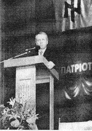 le psychiatre Jaroslav Andrushkiw qui prend la tête du parti
