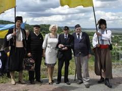 la député de Svoboda Irina Sehk a honoré à Brody la mémoire de ces Waffen SS ukrainiens tombés lors de la bataille de Brody (juillet 1944)