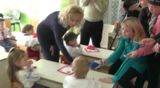 Irina Fahrion en 2010, en visite dans une maternelle