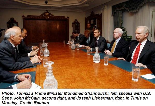 Affrontements en Ukraine : Ce qui est caché par les médias et les partis politiques pro-européens - Page 2 39-1-tunisie-john-mccain-premier-ministre-mohamed-ghannouchi-02-2011