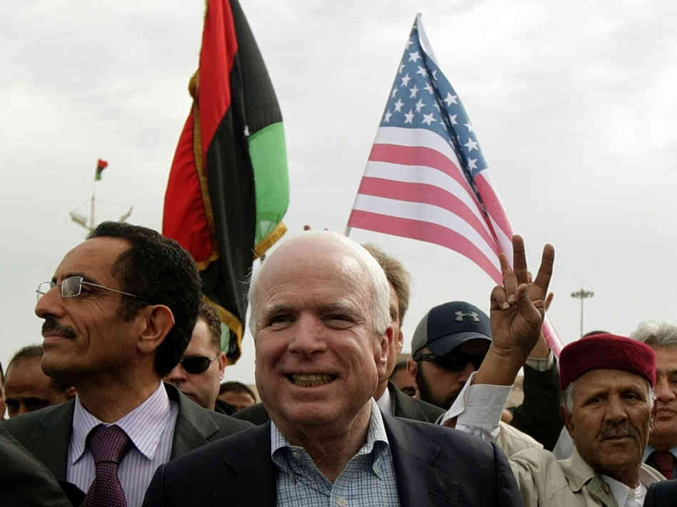 Affrontements en Ukraine : Ce qui est caché par les médias et les partis politiques pro-européens - Page 2 39-3-mccain-libye-04-2011