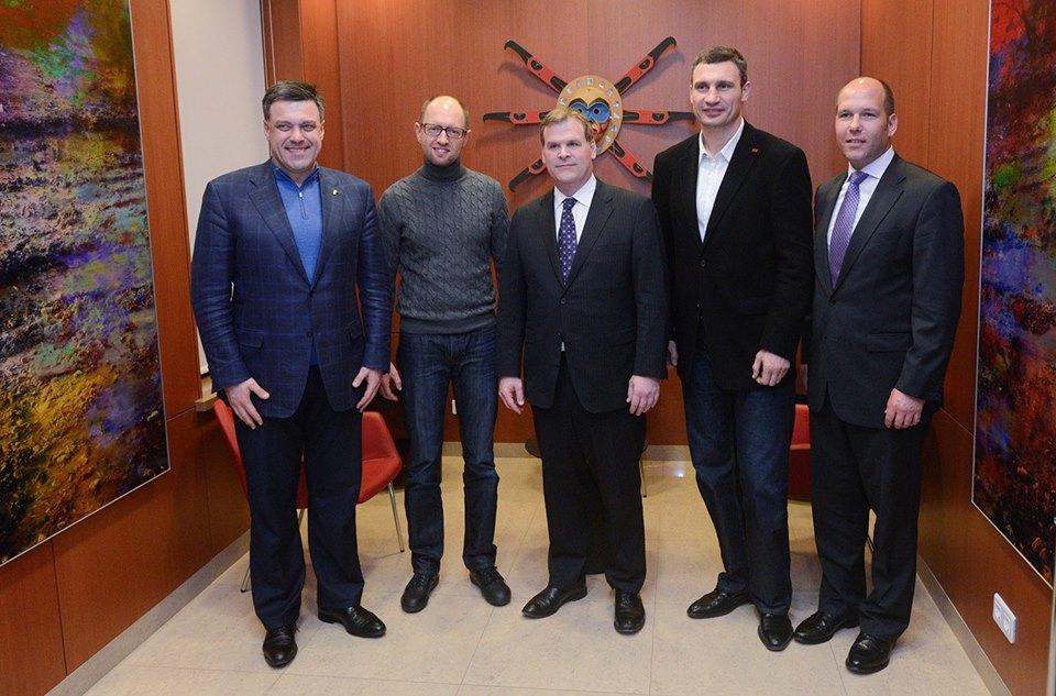 Affrontements en Ukraine : Ce qui est caché par les médias et les partis politiques pro-européens - Page 2 76-john-baird-ministre-affaires-etrangeres-canadien-opposition-04-12-2013