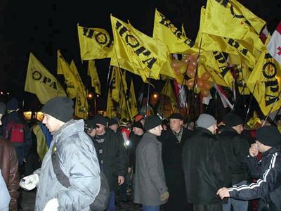 Affrontements en Ukraine : Ce qui est caché par les médias et les partis politiques pro-européens - Page 2 79-revolution-orange-ukraine-2004
