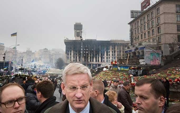 Affrontements en Ukraine : Ce qui est caché par les médias et les partis politiques pro-européens - Page 2 86-carl-bildt-05-03-2014