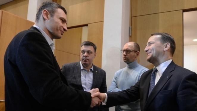 Affrontements en Ukraine : Ce qui est caché par les médias et les partis politiques pro-européens - Page 2 88-radek-sikorski-ministre-affaires-etrangeres-pologne-21-02-2014