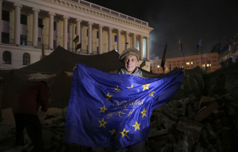 maidan euromaidan kiev ukraine protester manifestant pacifique