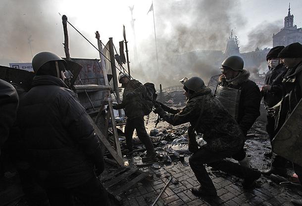 maidan euromaidan kiev ukraine protester manifestants fascistes néonazis nazis